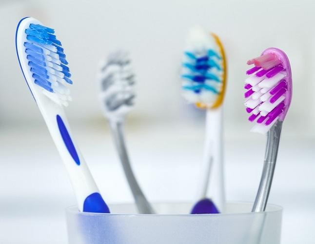 نوع مسواك براي تميز كردن دندانها