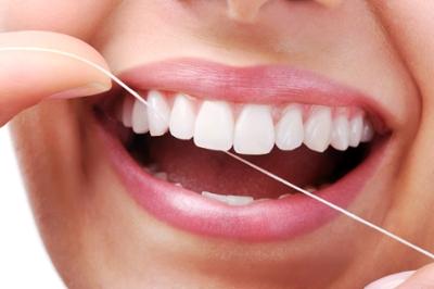 استفاده از مسواك و نخ دندان